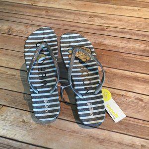 Capelli New York Fashion Flip Flops